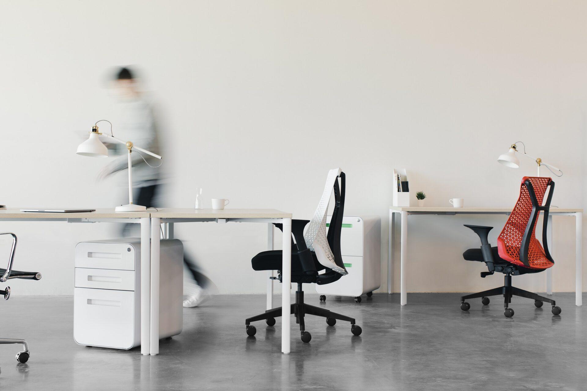 Ako vybrať kancelárske stoličky, aby ste nevyhodili tisíce apotom na nich nikto nechcel sedieť