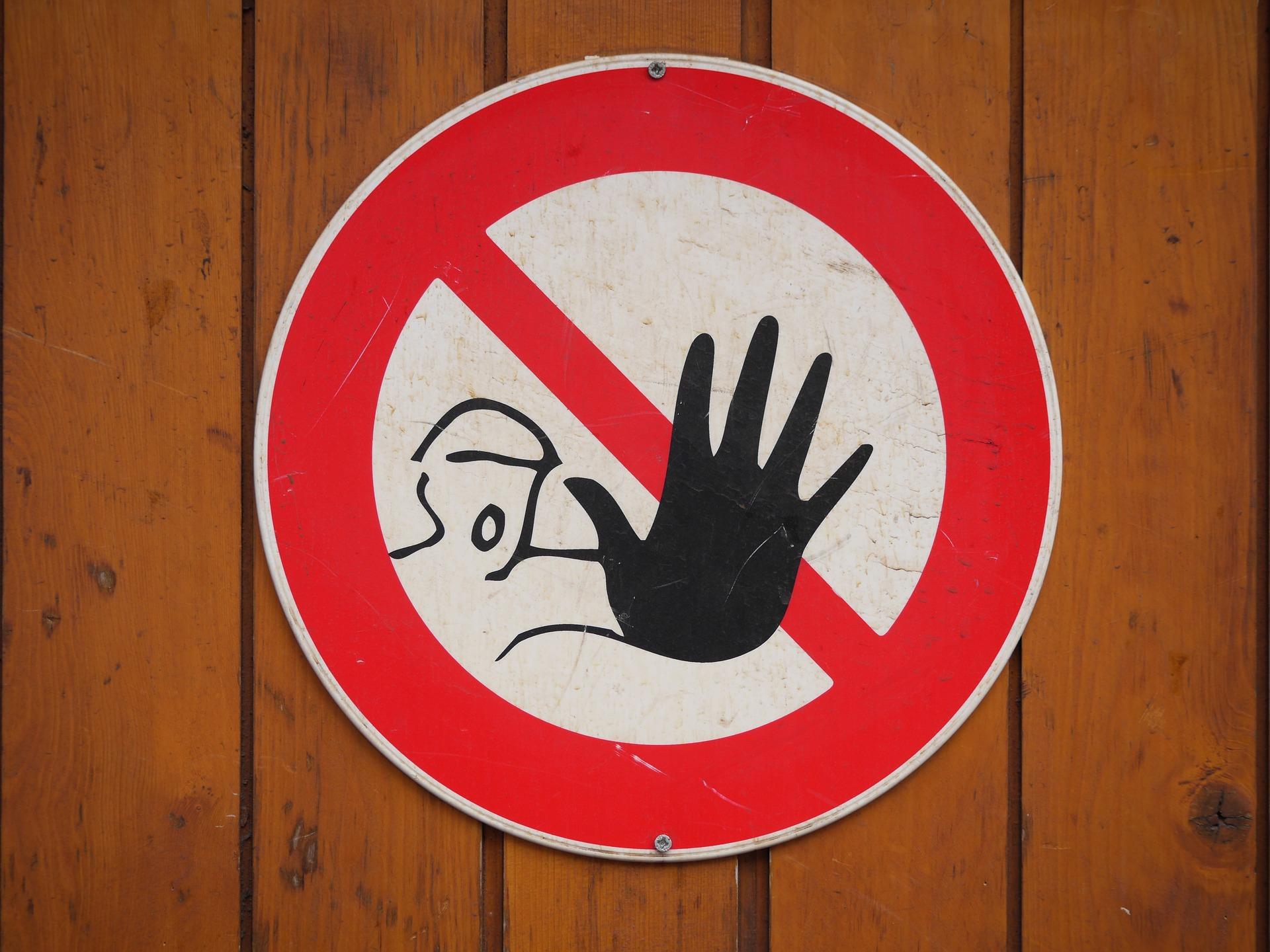 Bezpečnostné značky atabuľky majú svoje pravidlá. Overte si, čiich vo firme dodržujete